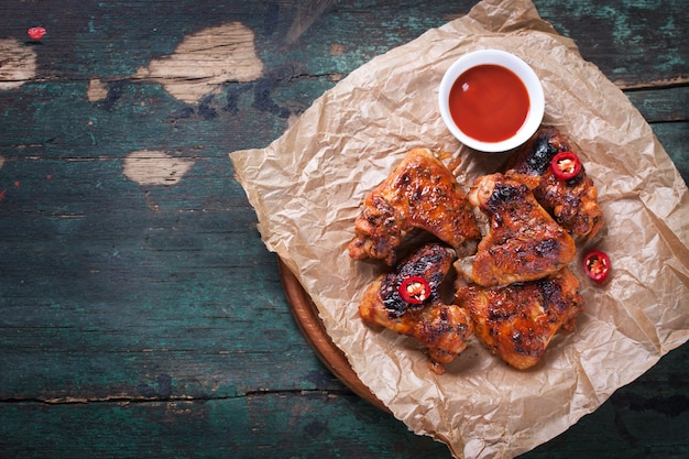 Delicious chicken wings with tomato sauce Free Photo