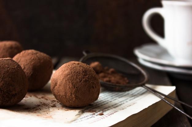 Delicious chocolate cake pops - sweet food Premium Photo
