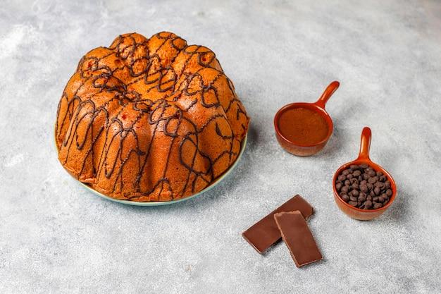 チョコレートチップ、トップビューでおいしいチョコレートケーキ 無料写真