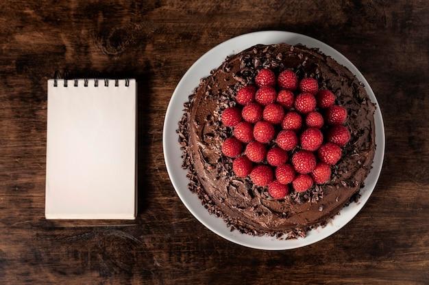 Deliziosa torta al cioccolato con copia spazio Foto Gratuite