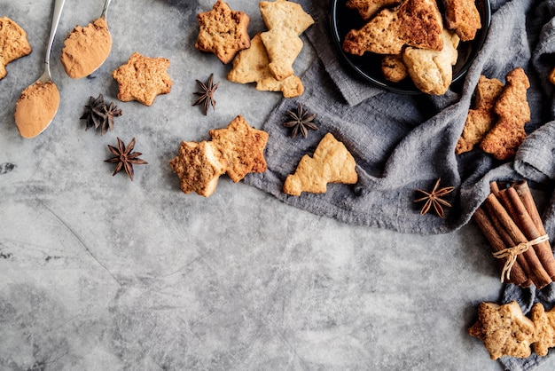 Deliziosi biscotti di natale concetto Foto Gratuite