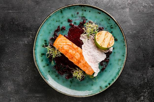 Deliziosa farina di pesce cotto piatto laici Foto Gratuite