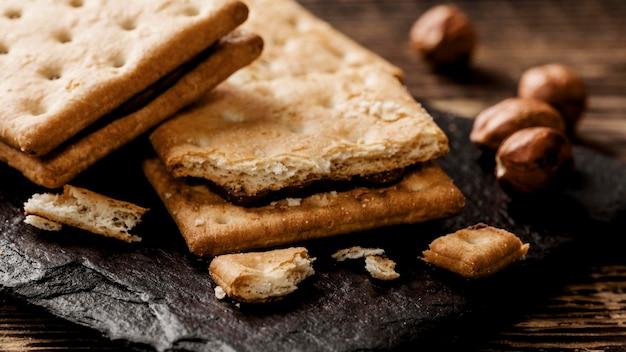 Вкусное печенье с орехами крупным планом Бесплатные Фотографии