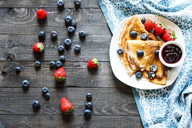 Delicious crepes with strawberries and blueberries Premium Photo