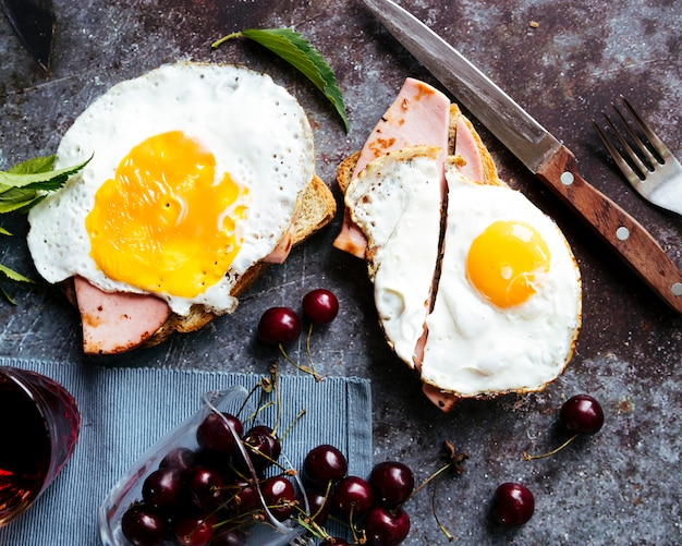 Delicious eggs and ham toast breakfast Free Photo