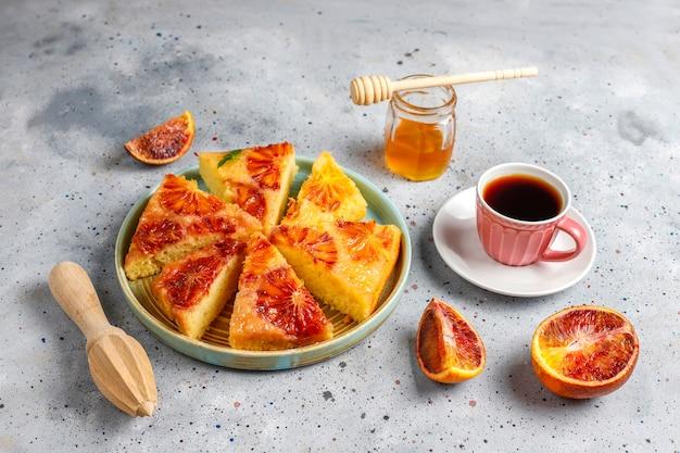 ブラッドオレンジとおいしいフランスのデザートのタルト 無料写真