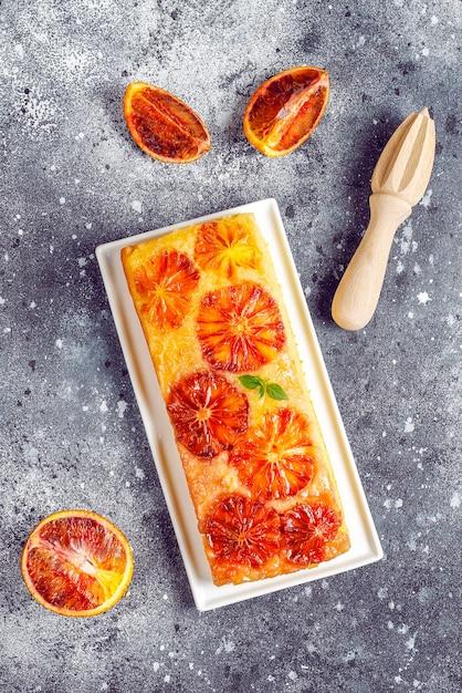 Вкусный французский десертный пирог с красным апельсином. Бесплатные Фотографии