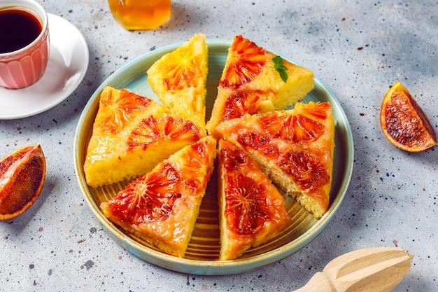 ブラッドオレンジのおいしいフランスのデザートのタルト 無料写真