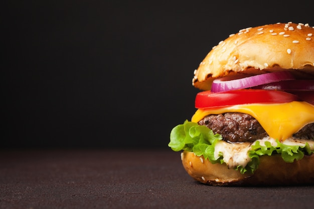 Delicious fresh home made burger. Premium Photo