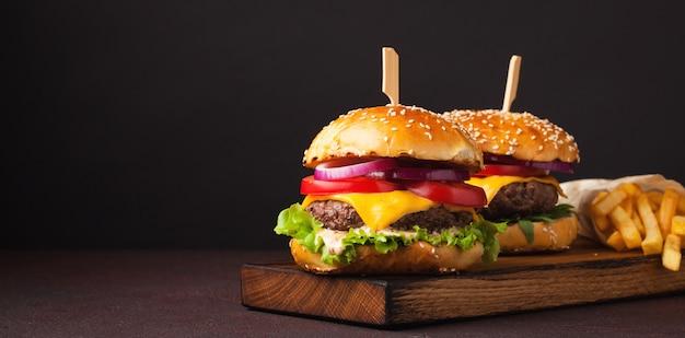 Delicious fresh home made burger. Premium Photo