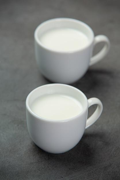 ガラスのおいしい新鮮な牛乳。 無料写真