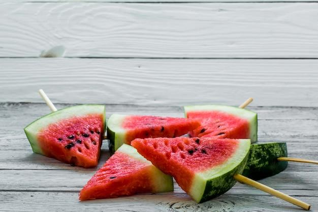 Вкусный свежий арбуз. мороженое с арбузами Premium Фотографии