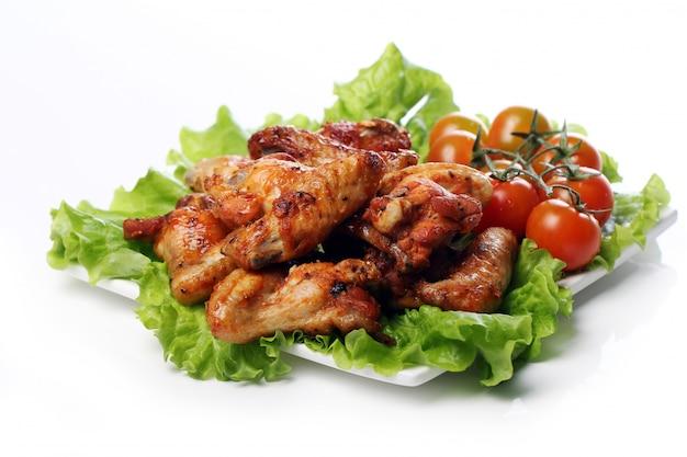 접시에 맛있는 후 라 이드 치킨 무료 사진