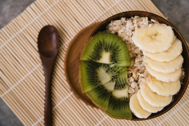Delicious fruit and oats breakfast Free Photo