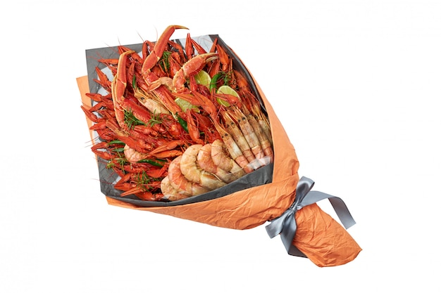 Delicious gift to a friend in the form of a bouquet of boiled crawfish and shrimps Premium Photo