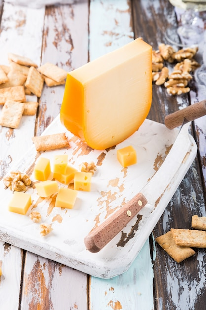Delicious gouda cheese Premium Photo