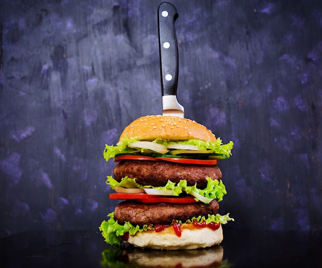 Delicious handmade burger on dark. close view Premium Photo