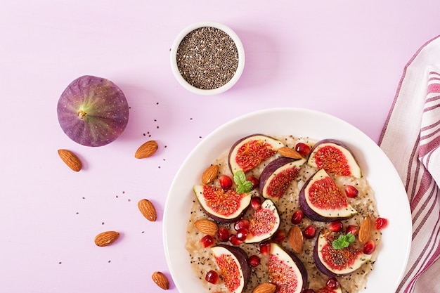 Delicious and healthy oatmeal with figs, almond and chia seeds. Premium Photo