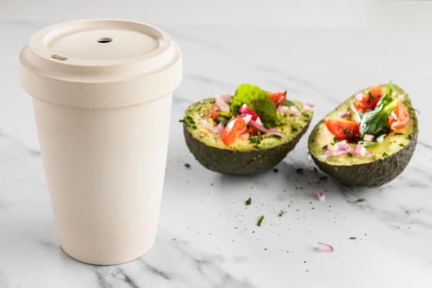 Вкусный полезный салат в составе авокадо Бесплатные Фотографии