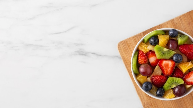 Delizioso spuntino sano con frutta varia Foto Gratuite