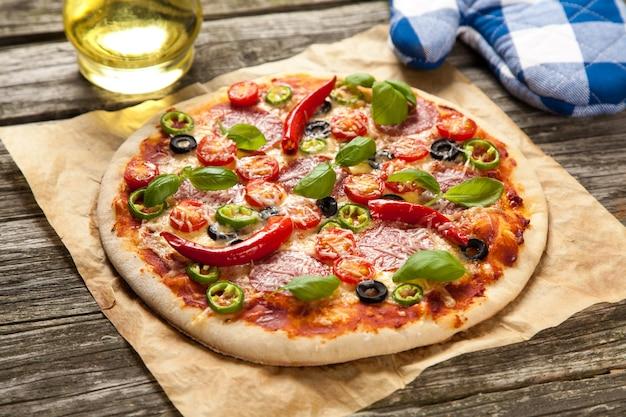 Delicious home made pizza Premium Photo