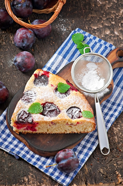 Delicious homemade cake with plums Premium Photo