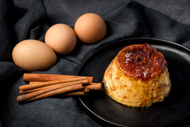Delicious homemade pudding Premium Photo