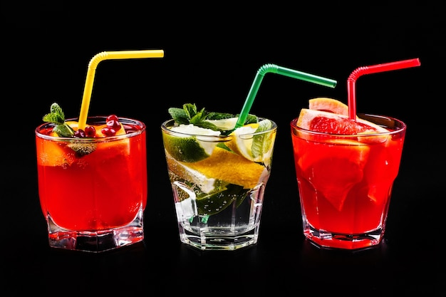 Delicious mojito, rum and cola, blood orange and vodka cocktails served with fruit Free Photo