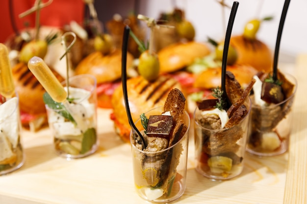 Delicious and mouth-watering food for parties, office parties, conferences, forums Premium Photo