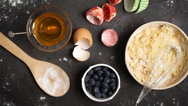 Вкусные кексы из фруктов и мучных ингредиентов Бесплатные Фотографии