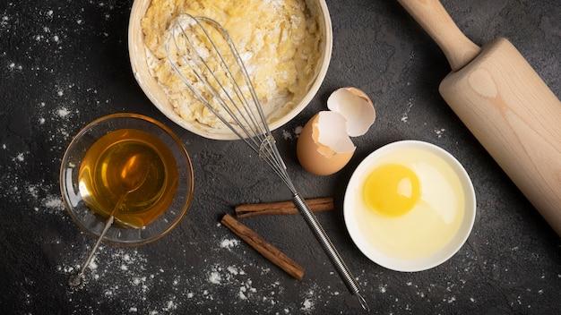 Deliziosi muffin all'uovo e altri ingredienti Foto Gratuite