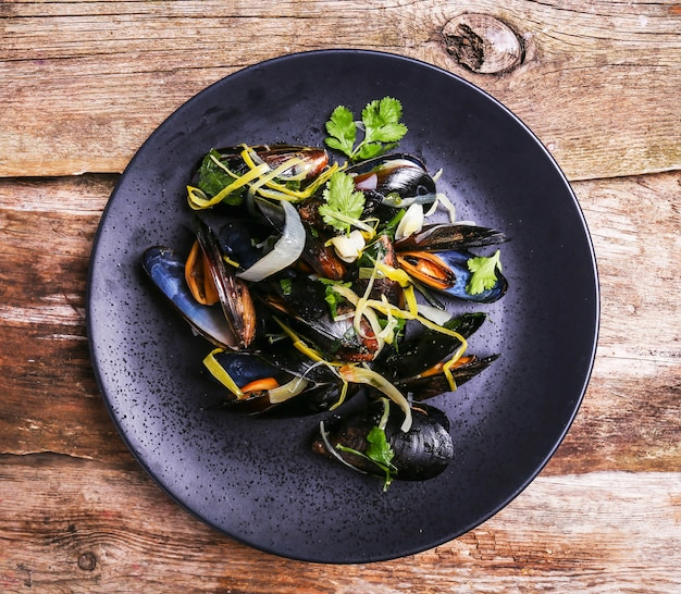 Delicious mussels in a plate Free Photo