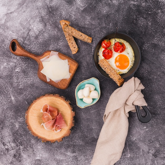 Delicious nutritious breakfast flat lay Free Photo