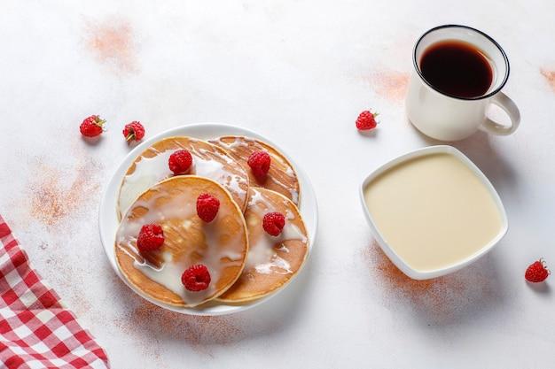 コンデンスミルクのおいしいパンケーキ 無料写真