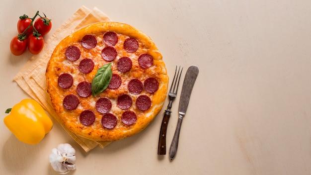 コピースペースとおいしいピザのコンセプト 無料写真