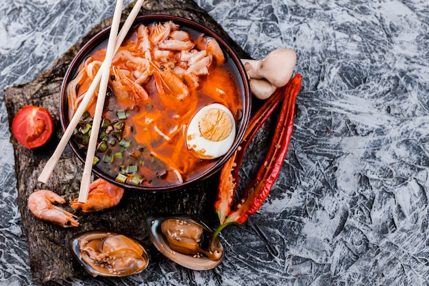 Delicious ramen bowl top view Free Photo