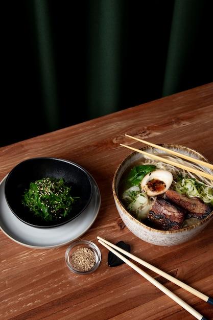 Delicious ramen with seaweed salad concept Free Photo