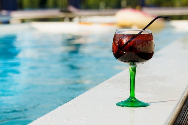 Delicious refreshing cocktail near the swimming pool Premium Photo