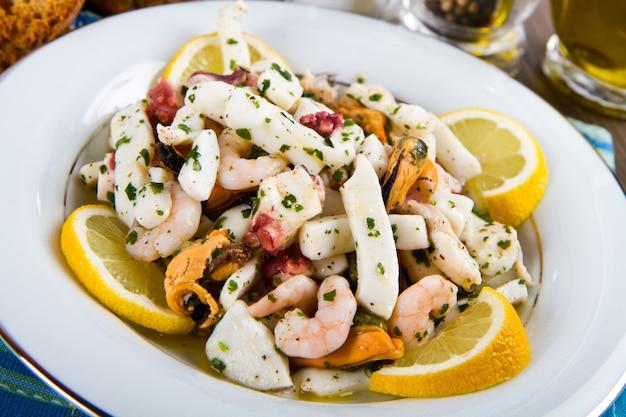 Delicious seafood salad Premium Photo