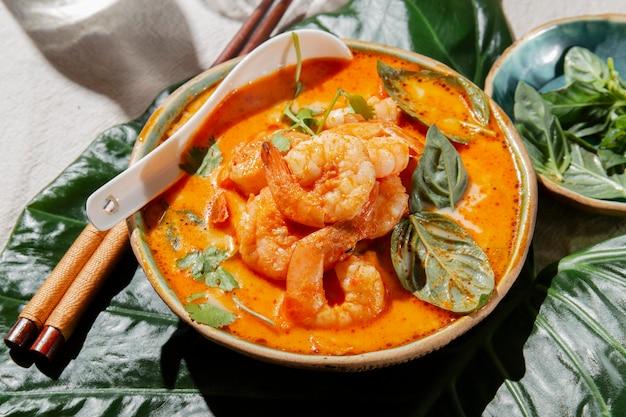 맛있는 새우 요리 하이 앵글 무료 사진