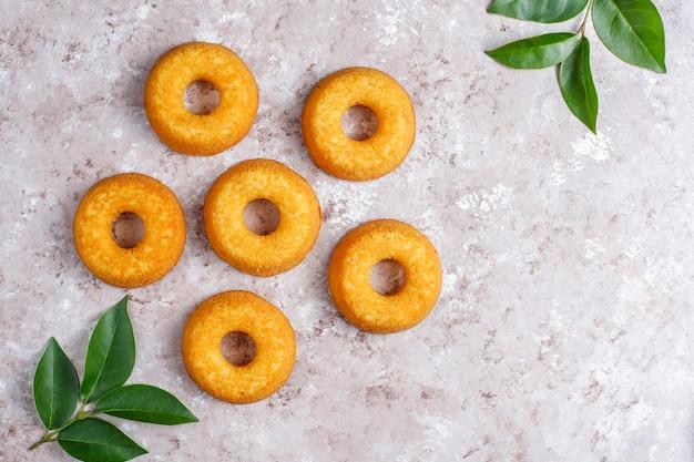 Вкусные простые пончики, вид сверху Бесплатные Фотографии
