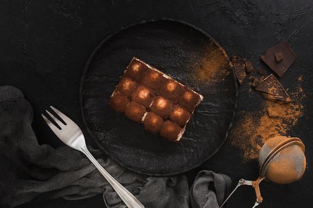 Вкусный десерт тирамису вид сверху Premium Фотографии