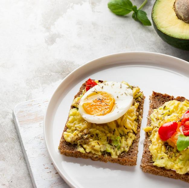 Delizioso toast con crema vegetariana Foto Gratuite