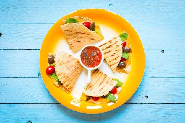 Delicious veggie quesadillas Premium Photo