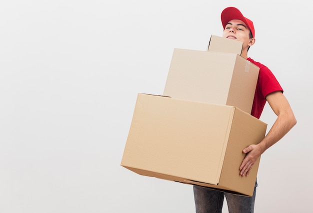 Delivery man carrying packages Premium Photo