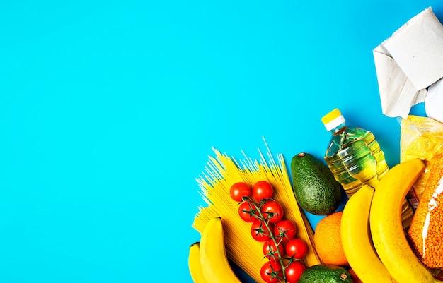青い表面での商品の配達 無料写真