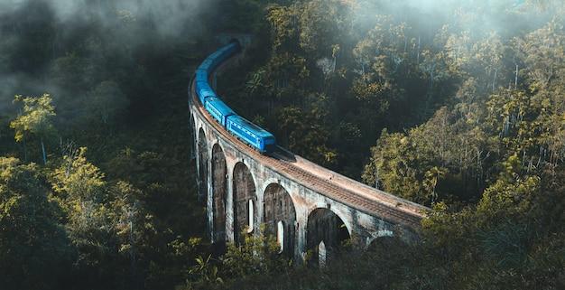 Demodara nine arch bridge, ella, sri lanka Premium Photo