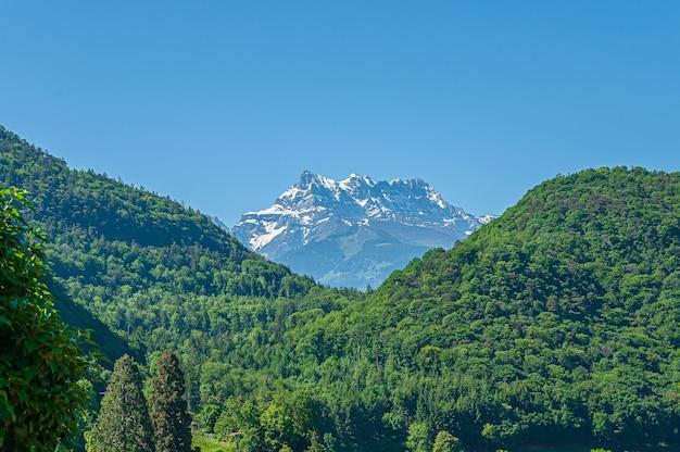 スイスに複数の山頂があるダンデュミディ山 無料写真