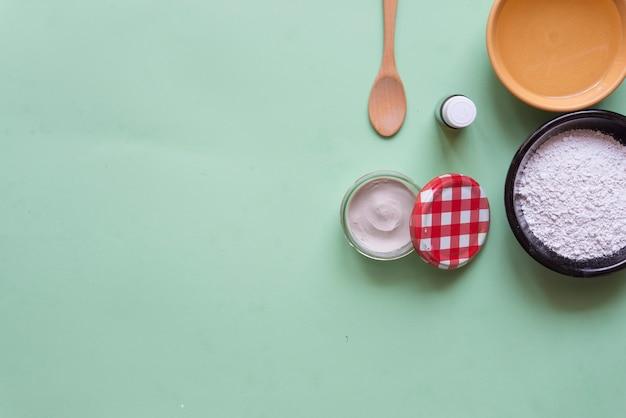 消臭剤ホワイトクレイ、ティーツリー、ココナッツオイル Premium写真