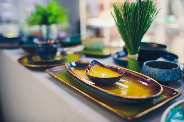 Designer handmade dishes, plates and cups in a stylish boutique. Premium Photo